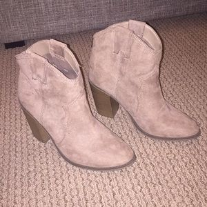 Suede like heel with 4 in heel